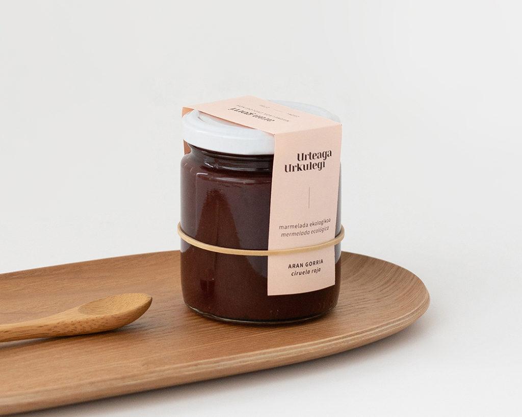 Urteaga-Urkulegi marmeladen etiketa ekologiko eta minimalista